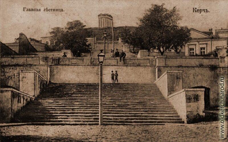 В Керчи укрепляют Митридатскую лестницу