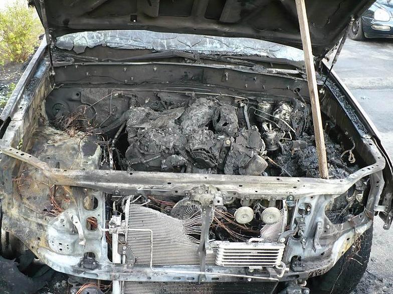 И еще одна машина сгорела. На этот раз в Севастополе
