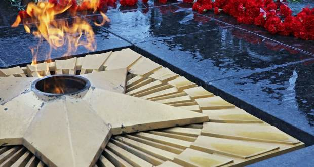 В Симферополе почтили память Неизвестного солдата