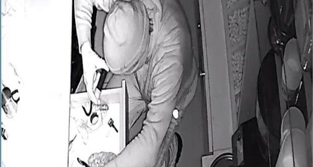 В Керчи неизвестный ограбил магазин сладостей