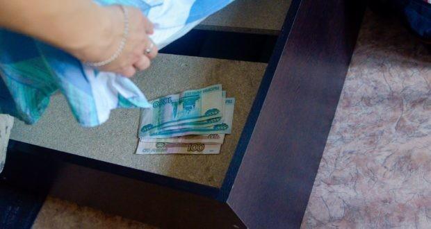 """В Джанкойском районе сын """"выудил"""" у отца из-под матраса деньги"""