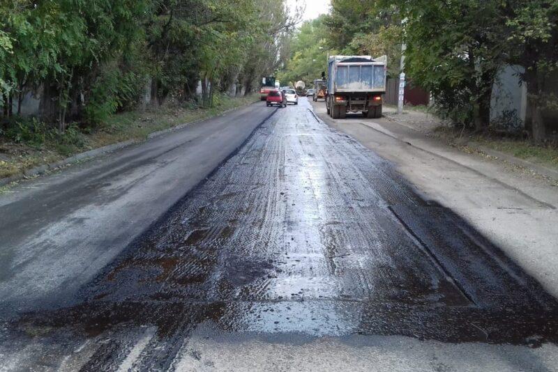 В Симферополе латают ямы на улице Москалёва