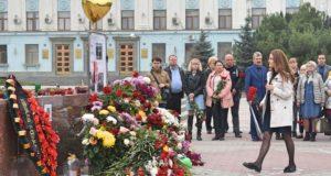 Траурные мероприятия в память о погибших в Керчи прошли по всему Крыму