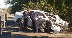 Утреннее ДТП в Симферополе. Иномарка «вылетела» с дороги и врезалась в забор