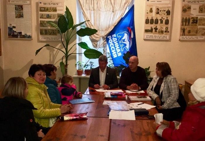 На прием к депутатам, с надеждой на севастопольский «Доброволец»