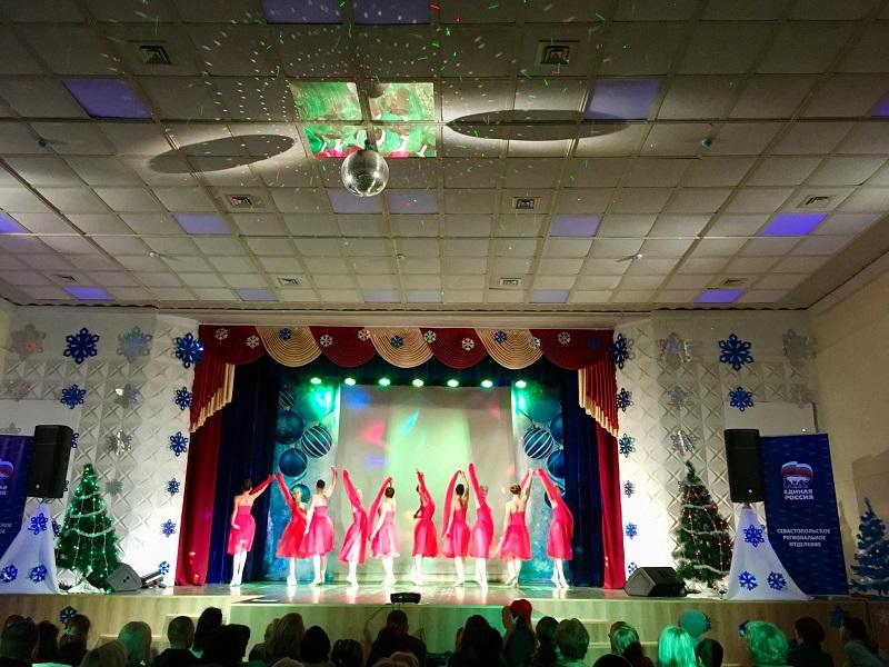 Творческие коллективы культурного комплекса «Корабел» подарили севастопольцам праздник