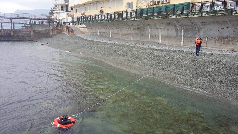 «КРЫМ-СПАС» проводит тренировочные занятия по спасению пострадавших на воде